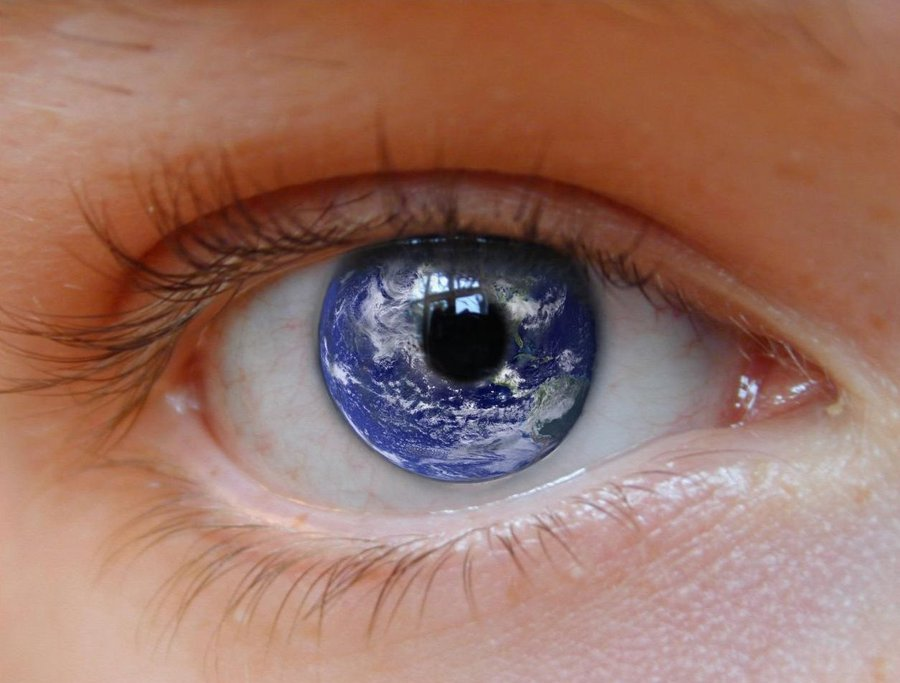 earth_eye_by_crashendburn