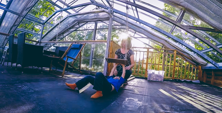 1_greenhouse-around-entire-home